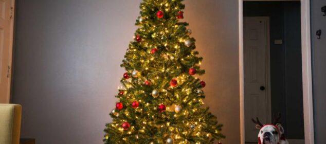 brad de Crăciun artificial