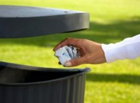 strânge gunoiul